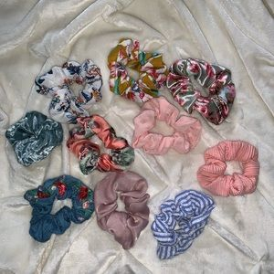 Accessories - 10 pack of scrunchies